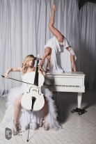 dancing piano und white cello