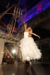 Akrobatik im Kronleuchter